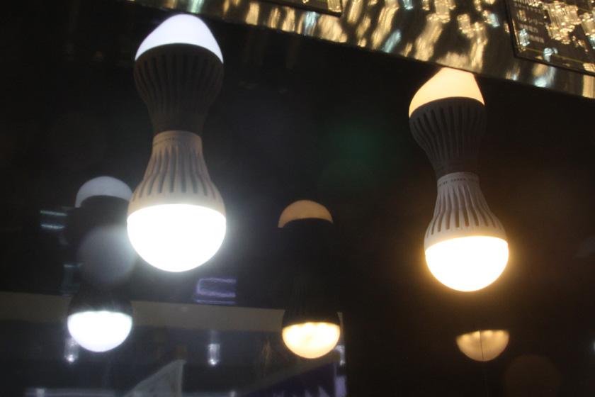 トライテラスは一般的な電球形状のLED電球も販売している