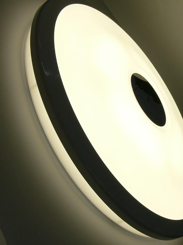 天井面に直接光が届き、天井から柔らかい間接光が得られるという