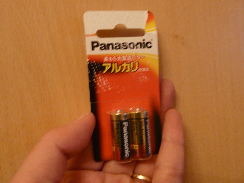いずれの製品も乾電池駆動だが、ツクイ企画のBL-101は単五アルカリ乾電池が電源となっている。できれば汎用性の高い単三電池や単四電池のものを用意するのがベスト
