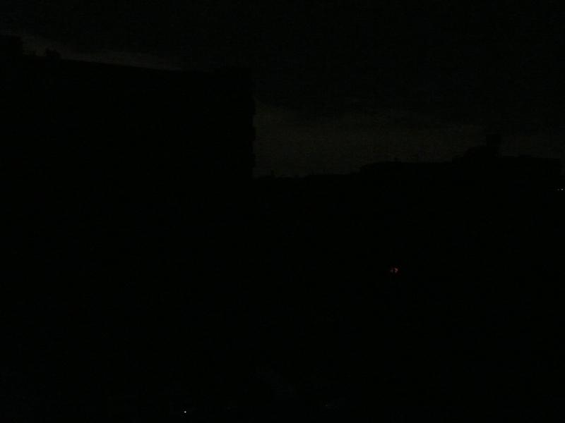 停電中の様子。全く明りがなく、ちょっと不安に感じるほどの暗さだ