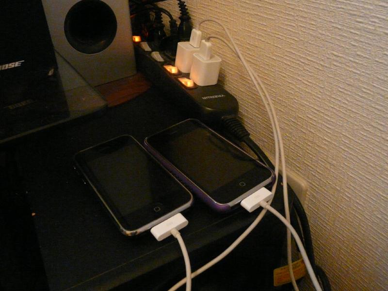 携帯電話やパソコンなどの情報機器は必ず事前に充電しておこう