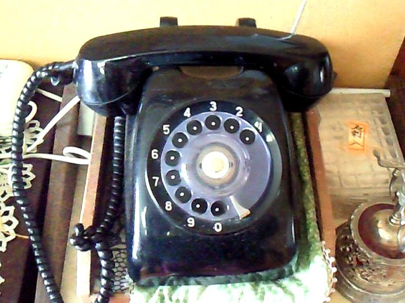 まさかの黒電話が活躍