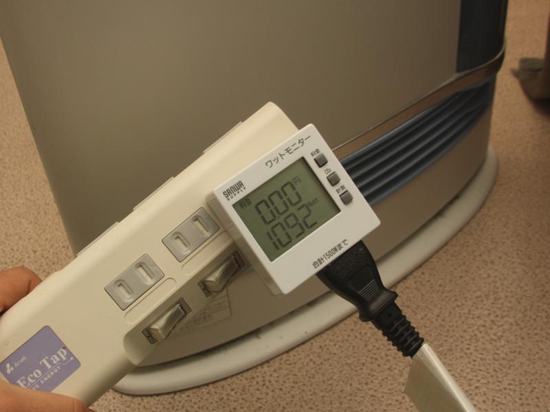 電気式のセラミックファンヒーターは、消費電力1,092Wととても高かった。これなら温度設定を低めにしたエアコンの方が良い
