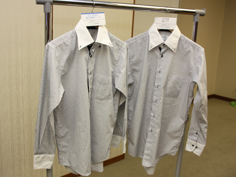 化繊混のシャツ。綿100%に比べてシワがつきにくい。左がES-V520、右が従来機種