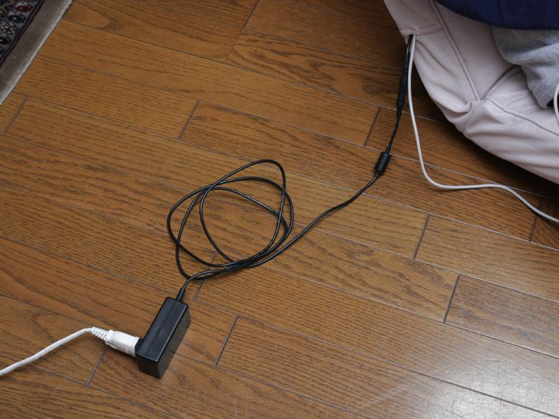 電源はACアダプタ式となっているが、電線が若干短め