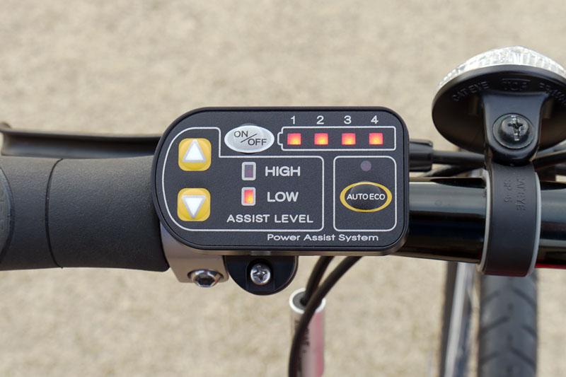 コントローラー部。アシストレベルは[HIGH]と[LOW]2段階。[AUTO ECO](オートエコモードプラス)も用意する