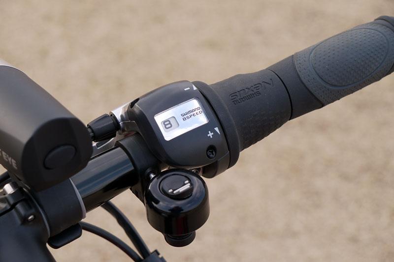 ヤマハ独自のアシスト機構「S.P.E.C.8(スペックエイト/ShiftPosition Electric Control×内装8段変速)」を搭載。8段変速機構がアシスト機構と連動し、最適なアシスト力へと自動調節される