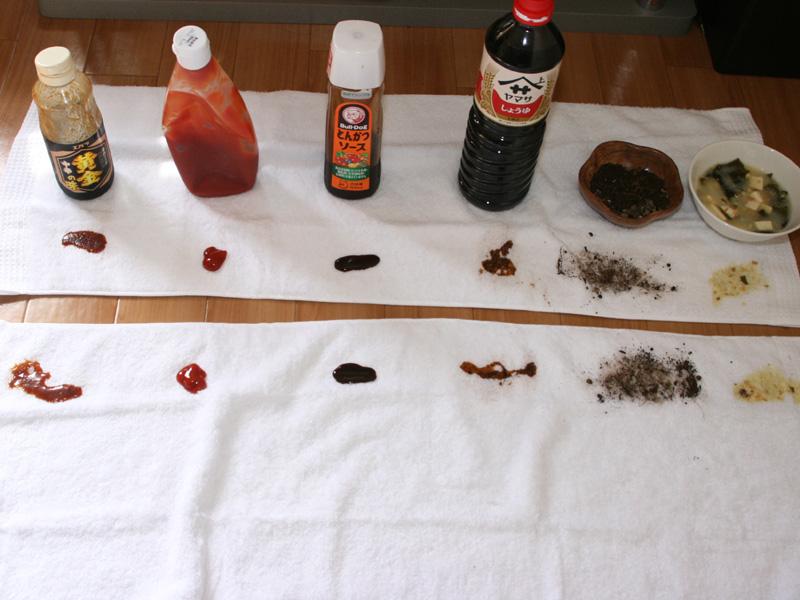 左から「焼肉のたれ」「ケチャップ」「ソース」「しょうゆ」「泥汚れ(土)」「味噌汁」それぞれを綿100%のタオルに適量垂らして、そのまま4時間放置した
