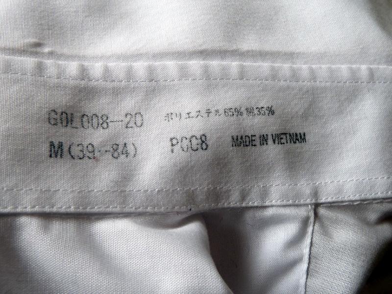 男性用シャツは2つともポリエステル65%、綿35%