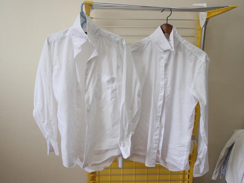 左が乾燥機、右が天日干し。男性用のポリエステル65%、綿35%のシャツ。これは、ほとんど差がない。乾燥機で乾かすのも充分アリ