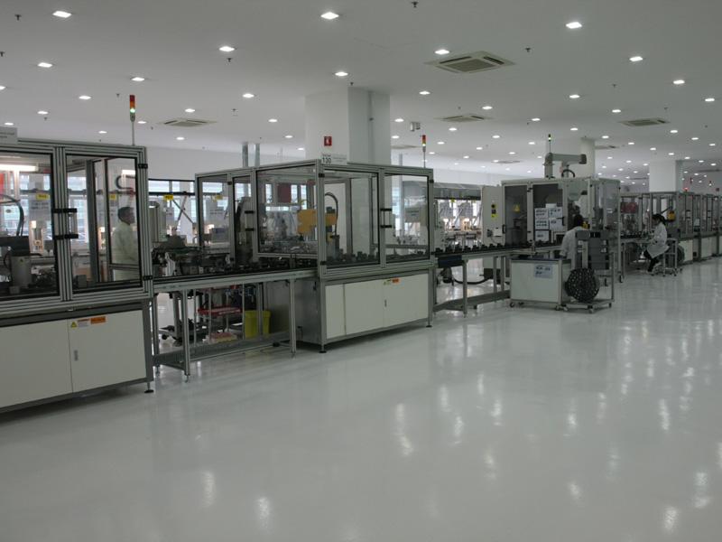 シンガポールにあるモーターの製造ライン。デザインエンジニアの話によれば、ここで製造しているダイソンデジタルモーターV2は、一般的なモーターより10年は進んでいるという