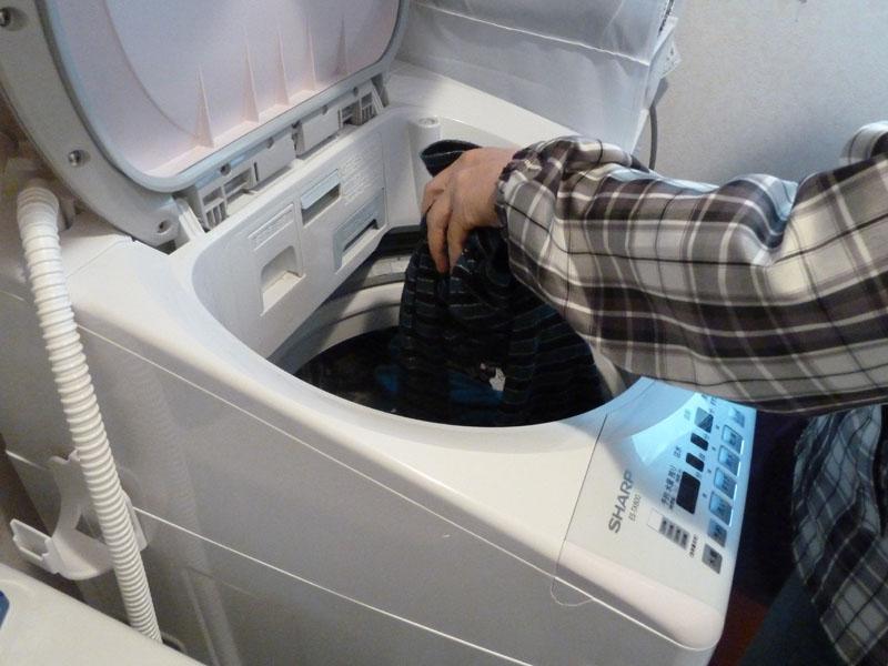 最新機能満載の1台だが、内蓋がなく投入口も広いため、全自動洗濯機と変わらない使い心地