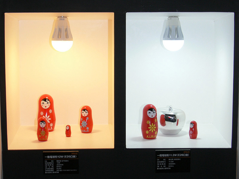 パラトンは3月の「ライティングフェア2011」で参考出品された。写真は当時のブースのようす
