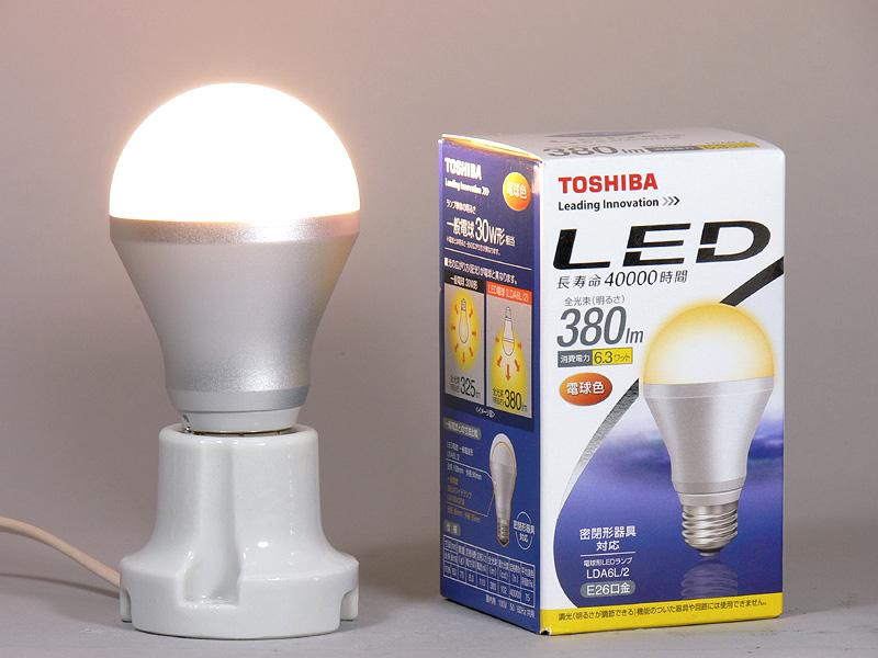 こちらは「スタンダードモデル・密閉器具対応 380lm(電球色) LDA6L/2」
