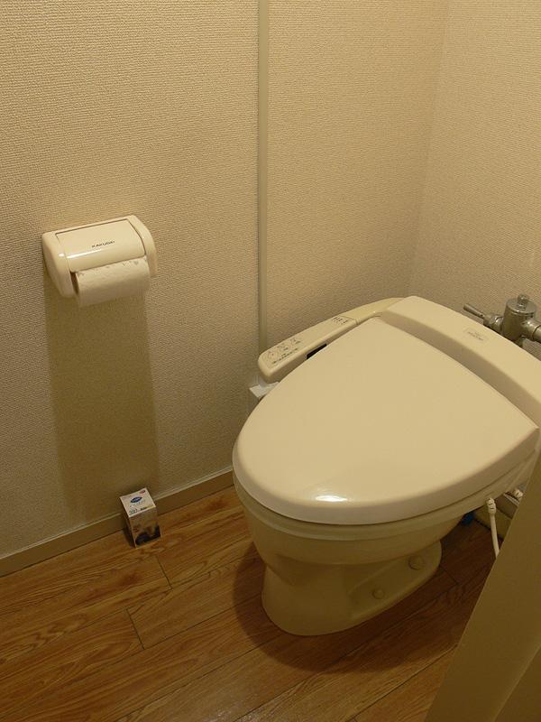 <b>【E-CORE 380lm</b><b>】</b><br>トイレのような狭い空間なら、まだまだ明るく感じられる
