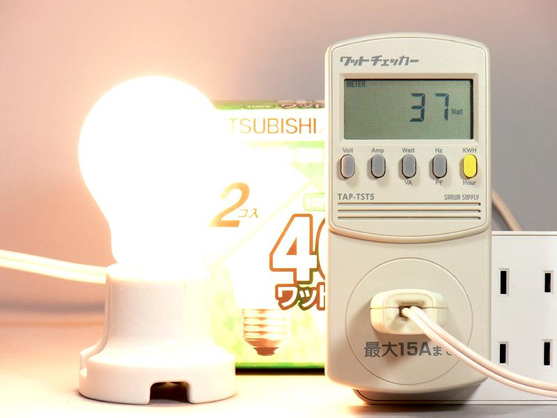 <b>【白熱電球:40W形】</b><br>消費電力37W。発光効率は、13.1lm/W