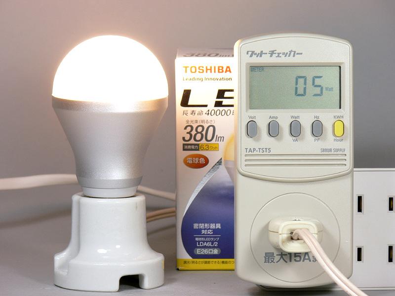 <b>【E-CORE 380lm】</b><br>消費電力は5W。発光効率は76lm/W