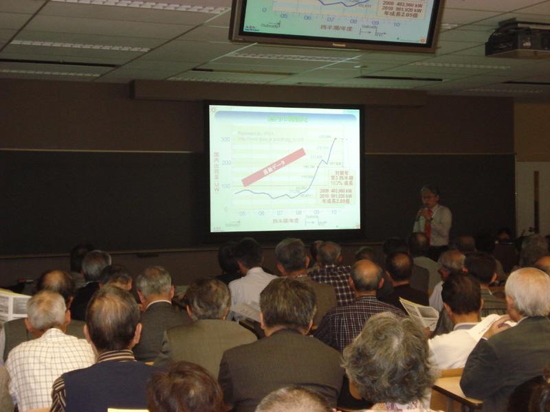 4月28日に実施された「太陽光発電所長大集合イベント」のようす。テーマは「地産地消の太陽エネルギーをもとにしたエネルギーシフトの実現 ~大震災を乗り越え、今、わたしたちにできること~」