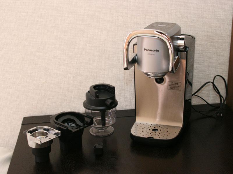 製品本体。左からエスプレッソホルダー、ドリップコーヒー用のバスケット、ミルクフォーマー