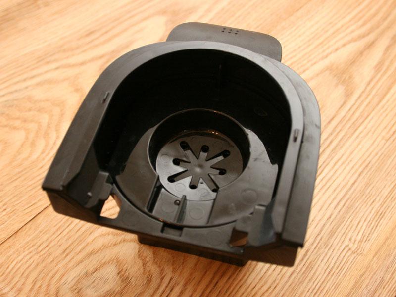 コーヒーバスケットには蓋が付いているので、本体にセットするときは必ず蓋をする