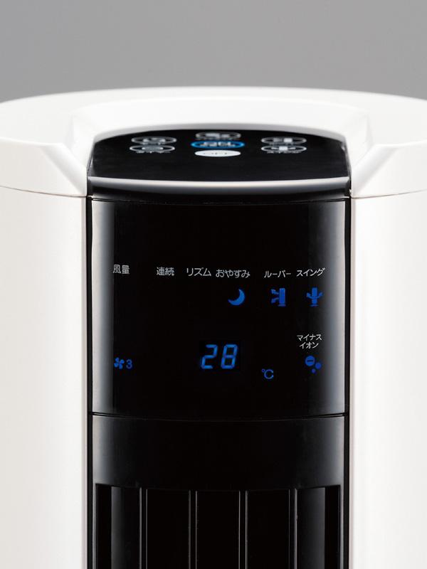 本体前面のパネルでは室内温度を表示する機能も備える