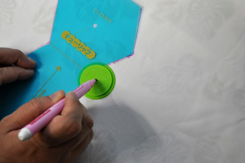 「ぬいしろライナー」があるので、縫いしろ線を描くのも簡単!