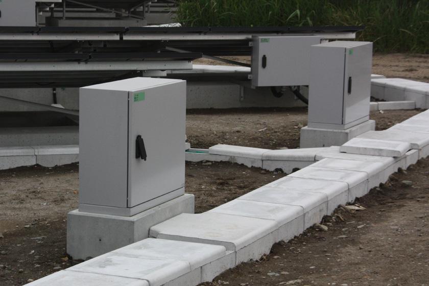 「接続箱」でまとめられた電気は、さらに「集電箱」という装置に集約される