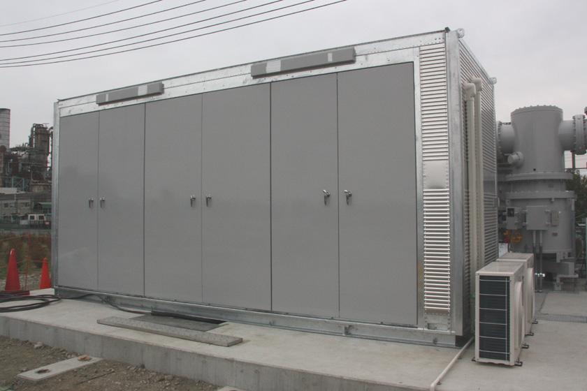 PCSのトランスで作られた6,600Vの電気を集約する「高圧閉鎖配電盤」
