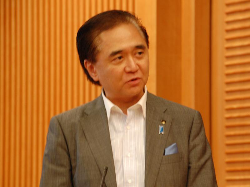 神奈川県の黒岩祐治知事。「テレビで太陽光政策について話したところ、孫社長からは『あなたの思いと同じだ。恥を欠かせるわけにはいかない。一緒にやろう』と声をかけられた。神奈川県は先頭に立って、このプロジェクトを推進していきたい」