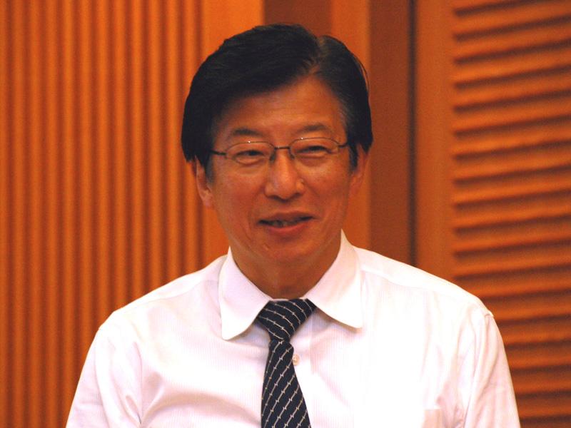 静岡県の川勝平太知事。「静岡はM8.0以上の東海地震が起きる恐れがある。このプロジェクトで、大規模集中立地型から分散自立型の発電に変えていきたい」
