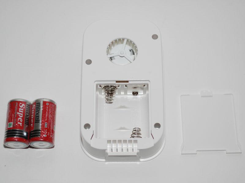 電源は単二乾電池2本。推奨はアルカリなのに同梱されているのはマンガン