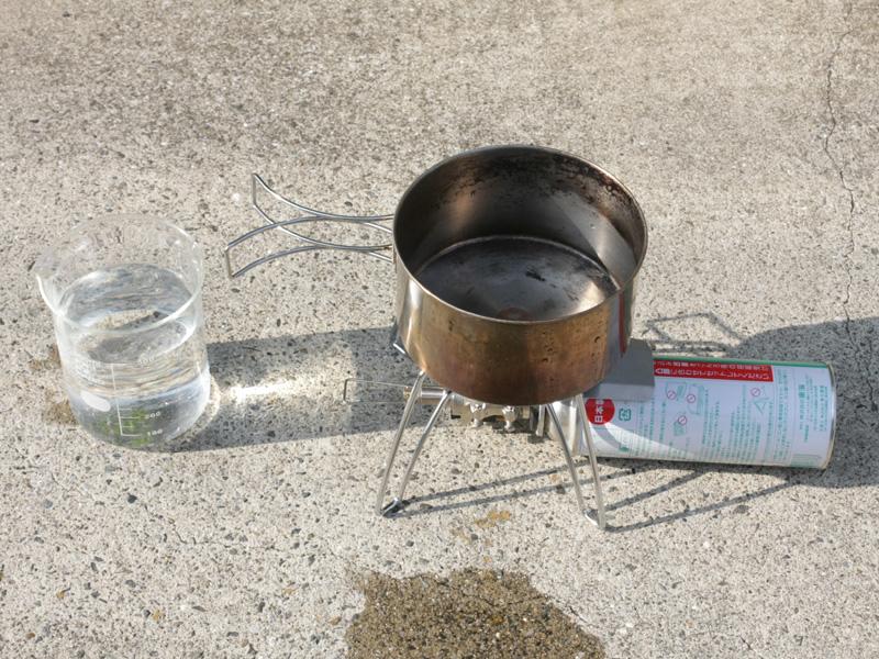 ナベに500ccの水を入れて、何分で沸騰するかを実験