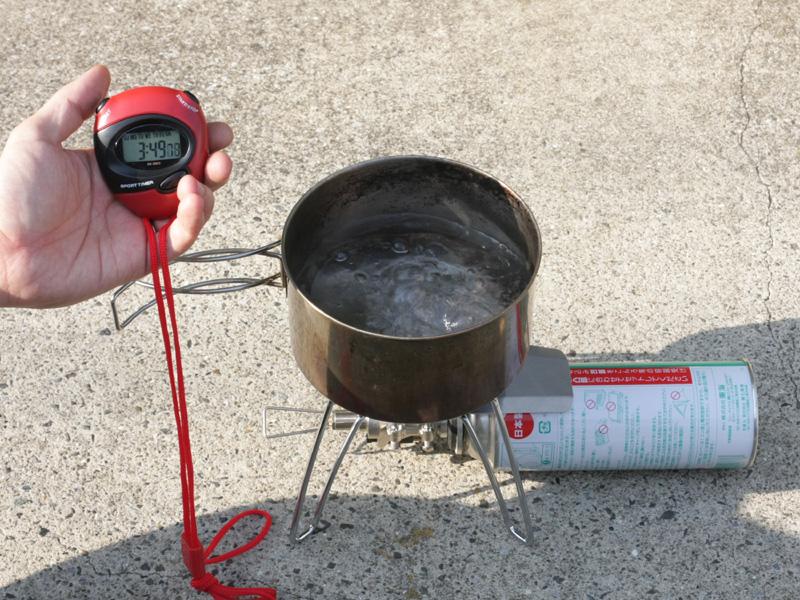 3分49秒で沸騰。インスタントラーメンなら調理時間を加味しても、わずか7分で食べられるという早業だ