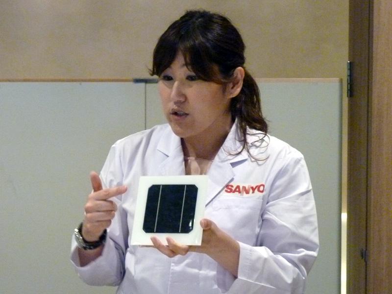 結晶系太陽電池とアモルファス太陽電池を組み合わせて作った三洋電機のHIT太陽電池