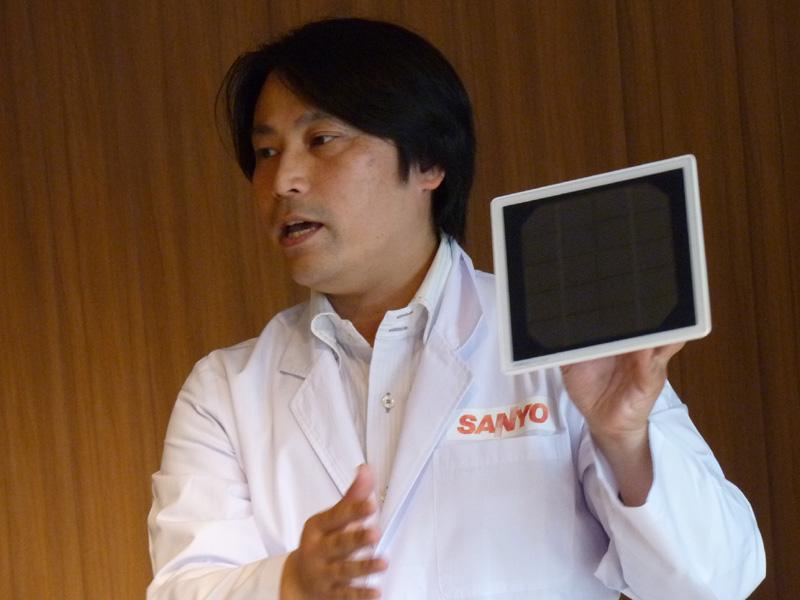 もう一人の講師役、三洋電機株式会社 コーポレートコミュニケーション本部ブランドコミュニケーション・社内広報部 教育推進チーム・平田勇人マネージャーは、太陽光を貯める仕組みを紹介。身近にあるエネルギーを貯める蓄電池の代表とし「eneloop」を紹介