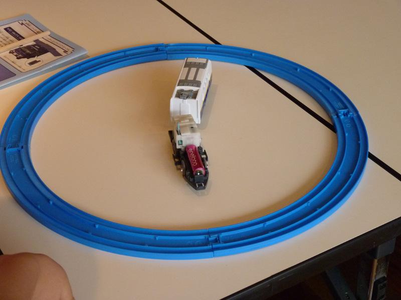 eneloopをプラレールに搭載し、発電するのかを実験