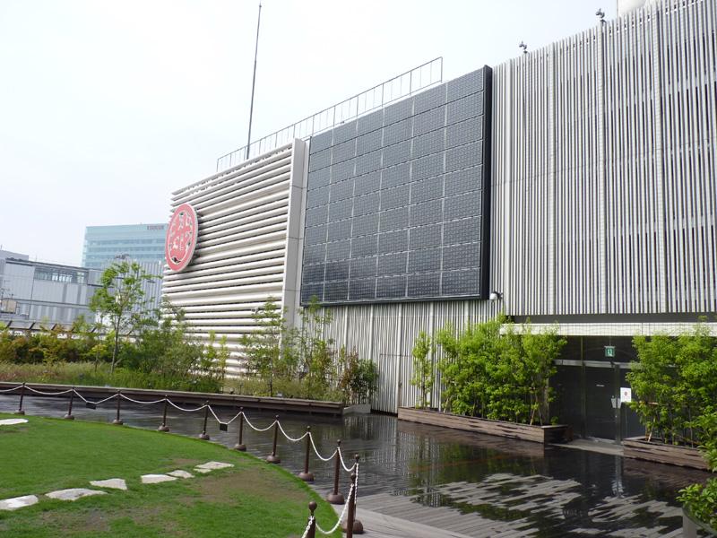 今回の特別セミナー開催のきっかけになった、銀座三越に設置されたHIT太陽電池