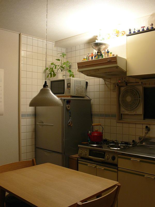 <b>【X17-WJのみ】</b><br>ペンダントを消しても十分に明るい。柔らかな間接光は雑然と見えがちなキッチンを落ち着いた雰囲気にしてくれる