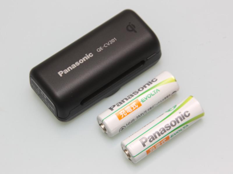 「QE-CV201」には、パナソニックのニッケル水素電池「充電式EVOLTA」の単三型が2本同梱されている