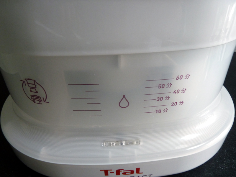 水タンクは本体下部に設けられている
