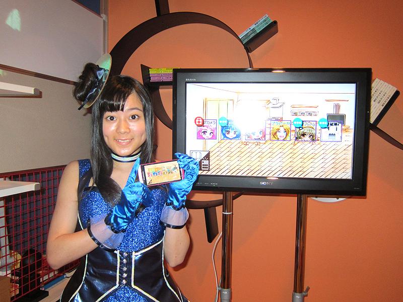 """声優の水瀬いのりさんは、萌家電の中に登場するキャラクター""""ブルーレイ""""と同じ、青い衣装で登場"""