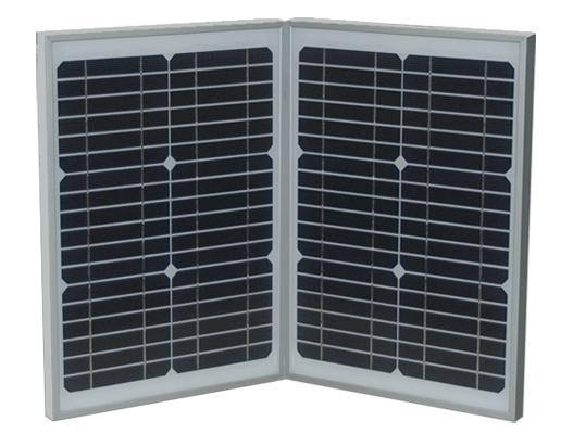 本体には、キャリングケースの2面と、別取付用2面の合計4面の単結晶ソーラーパネルが付属する