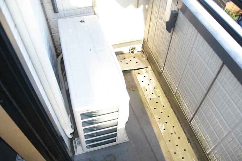 室外機の背面は横は、できるだけ隙間を開けて風通しを良くしよう