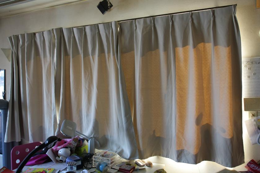 最後はカーテンを閉じた場合の節電効果を見てみよう。ちなみに写真はイメージ。実験を行なった部屋は機密事項が多すぎてお見せできません……というのはウソで、あまりにも汚いのでお見せできません……