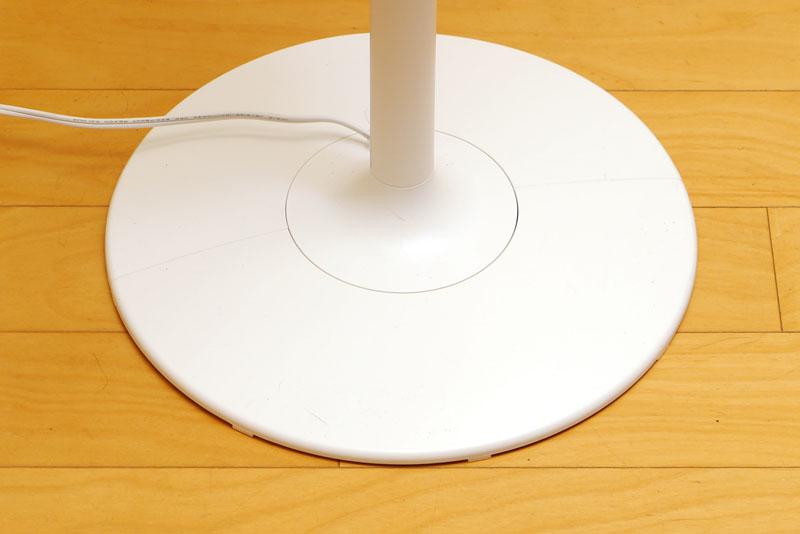 台座部は直径約31cmの円。安定性は十分だと感じられる