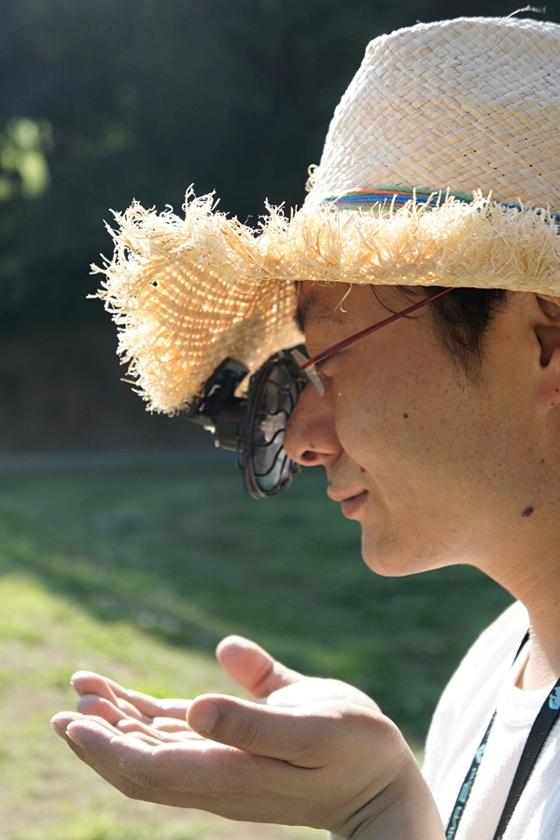 麦わら帽など、キャップの素材が薄手だと、垂れ下がってくるので厳しい