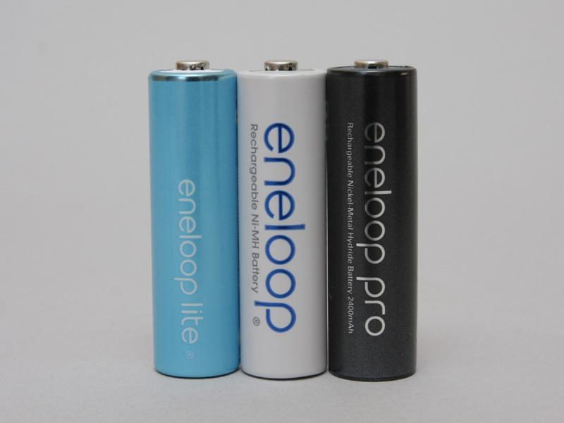 左から、電池容量が通常のeneloopの半分という「eneloop lite」、「eneloop」、そして新しくラインナップに加わる「eneloop pro」