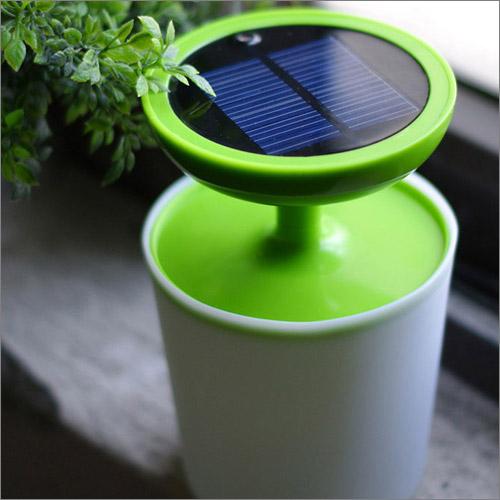 充電時は太陽パネル部分を上にする