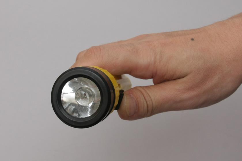 NOPOPOでは、電池が弱すぎてまったく点灯できず。残念
