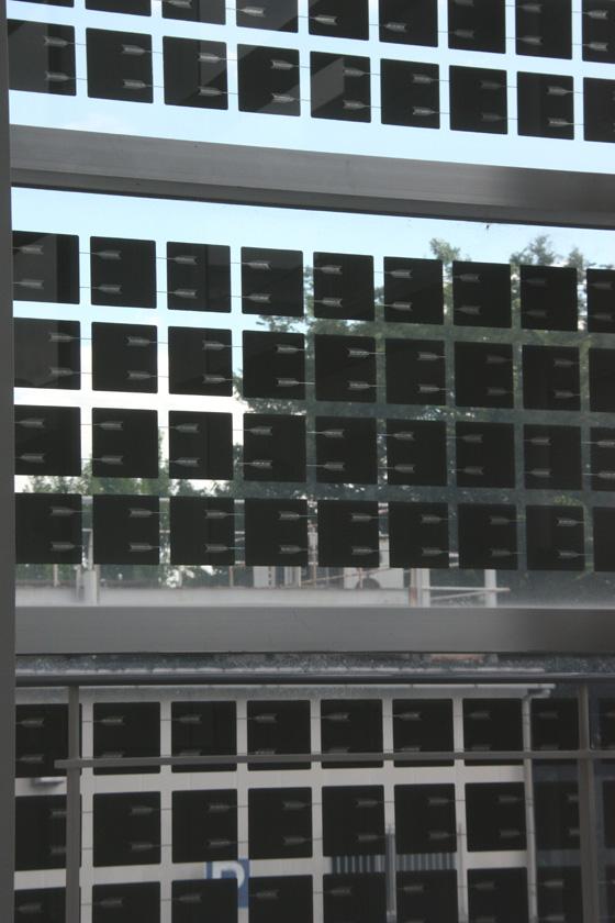 1つ1つの太陽電池に配線が引かれている